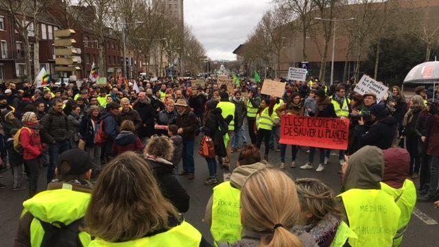 #TMCweb3 : À #Amiens , la marche pour le #climat et les #GiletsJaunes font cause commune Img_1010