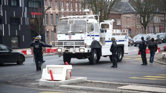#TMCweb3 : #ActeVII des #GiletsJaunes : des échauffourées au nord d'#Amiens entre les manifestants et les forces de l'ordre Maxnew11