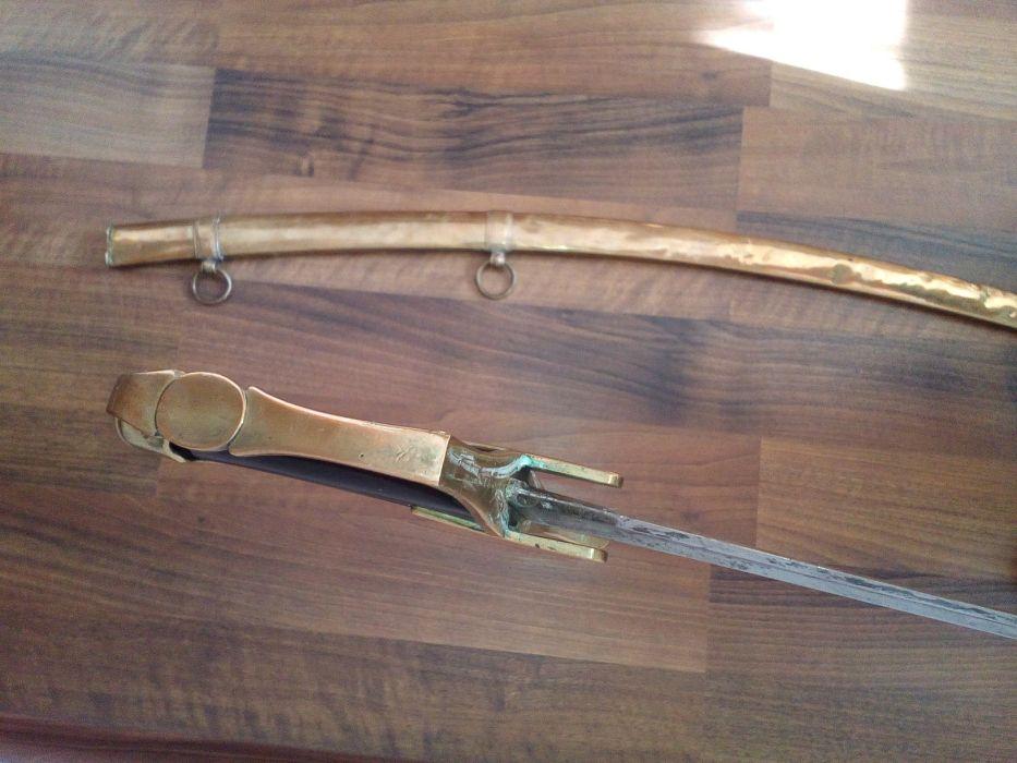 Vieille épée avec fourreau en laiton 712