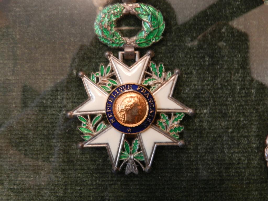 Lot médailles et documents même homme Dscn9714