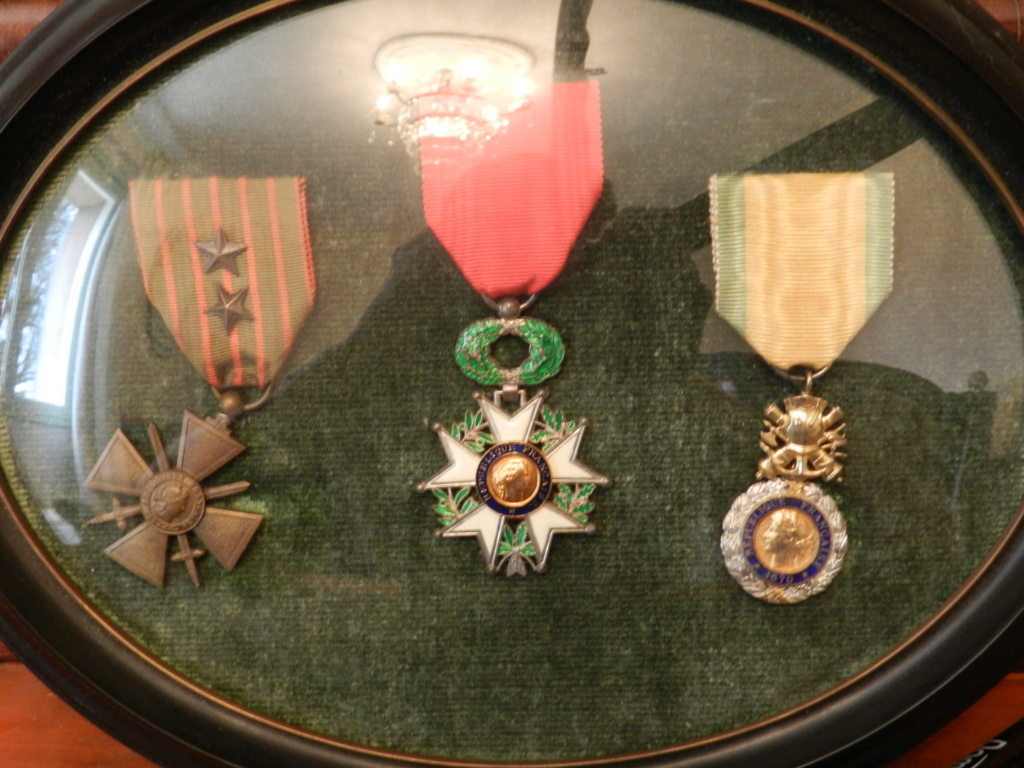Lot médailles et documents même homme Dscn9715