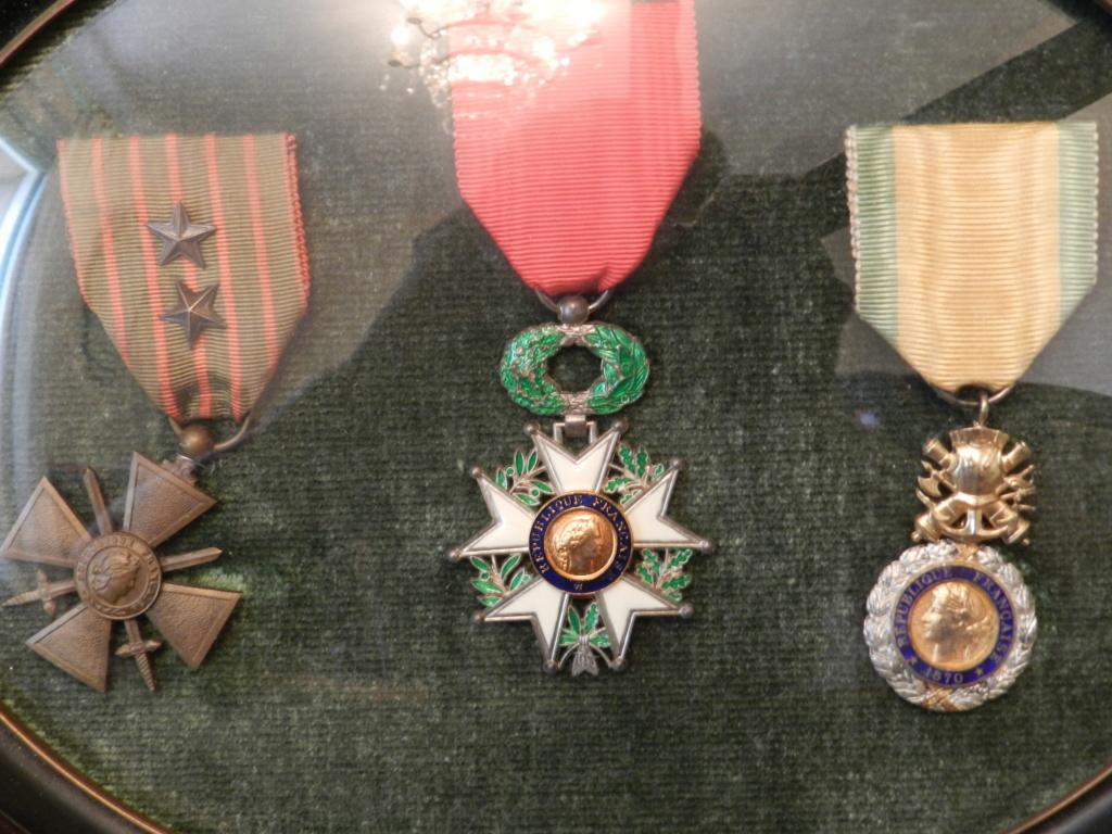 Lot médailles et documents même homme Dscn9716