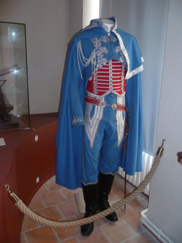 Bel uniforme mais curieux sabre !!! 05610