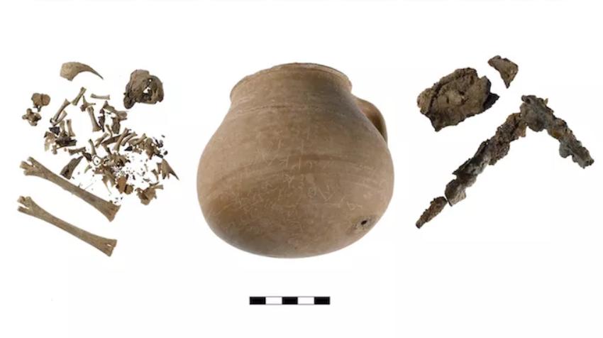 Pot «  magique  » contenant du poulet démembré utilisé comme malédiction dans l'Athènes antique (diaporama et vidéo) By Jack35 Capt2098