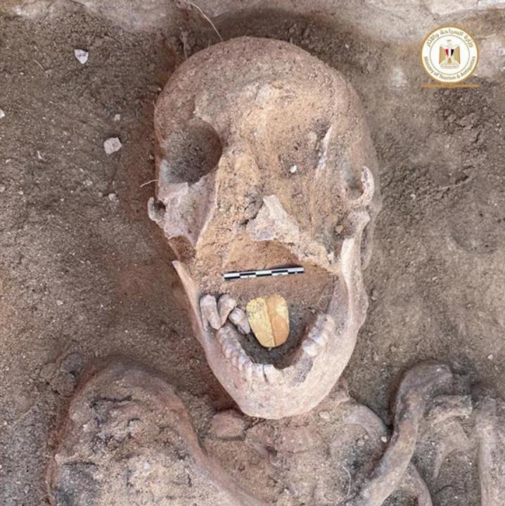 Une momie avec une langue d'or trouvée en Egypte (vidéo) By Jack35 Captur68