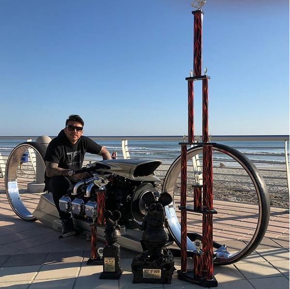 Un ancien pilote de F1 fabrique la moto de Tron ! Par Hilaire Picault  Captur78