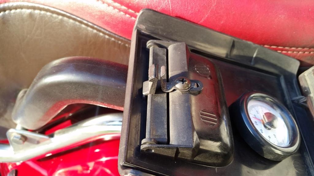 Réparation vide poche arrière Goldwing 1500  20190510
