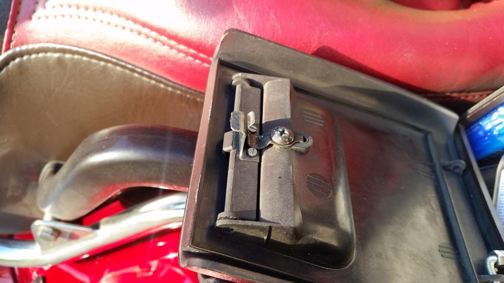 Réparation vide poche arrière Goldwing 1500  20190511