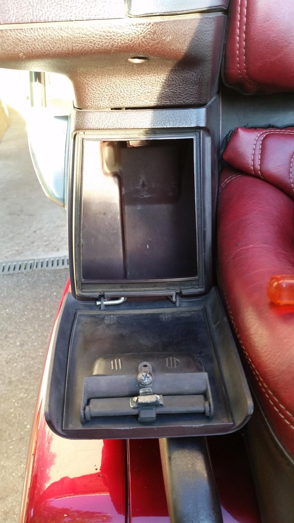 Réparation vide poche arrière Goldwing 1500  20190514