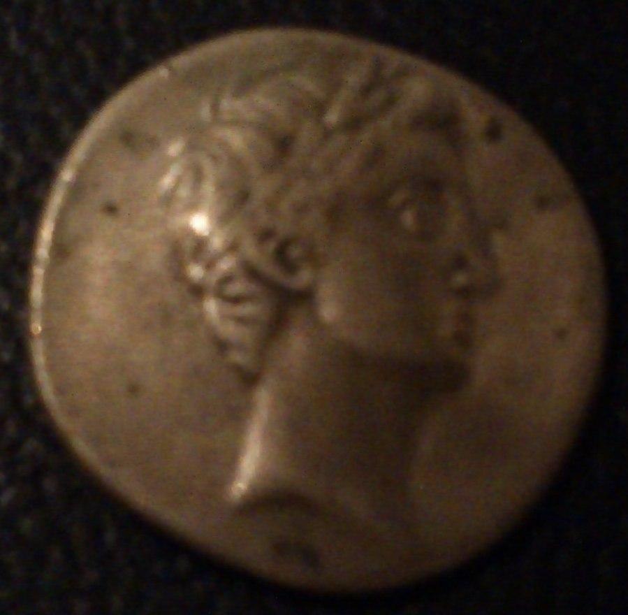 Denario de Augusto. IMP CAESAR. Columna rostral. Roma?, Brundisium?. Imaged10