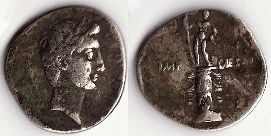 Denario de Augusto. IMP CAESAR. Columna rostral. Roma?, Brundisium?. Julia_13