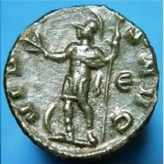 Radiado póstumo de Claudio II. CONSECRATIO. Águila. (cuño hispano) Ric_0110