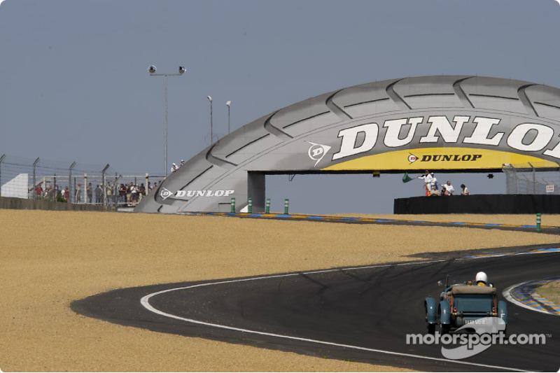 [Jeu] Association d'images - Page 9 Dunlop10