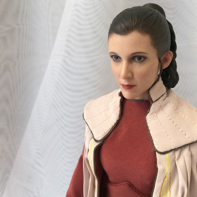 STAR WARS Hot Toys Princess Leia (Bespin) (updated with Part II: Kitbash Potential) 93878610