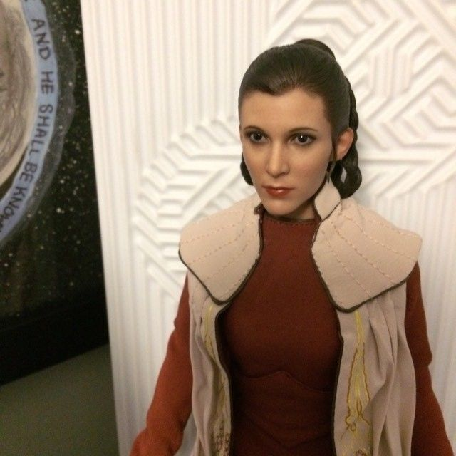 STAR WARS Hot Toys Princess Leia (Bespin) (updated with Part II: Kitbash Potential) 94143810