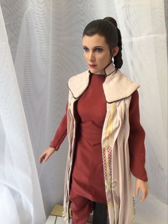 STAR WARS Hot Toys Princess Leia (Bespin) (updated with Part II: Kitbash Potential) 94288810