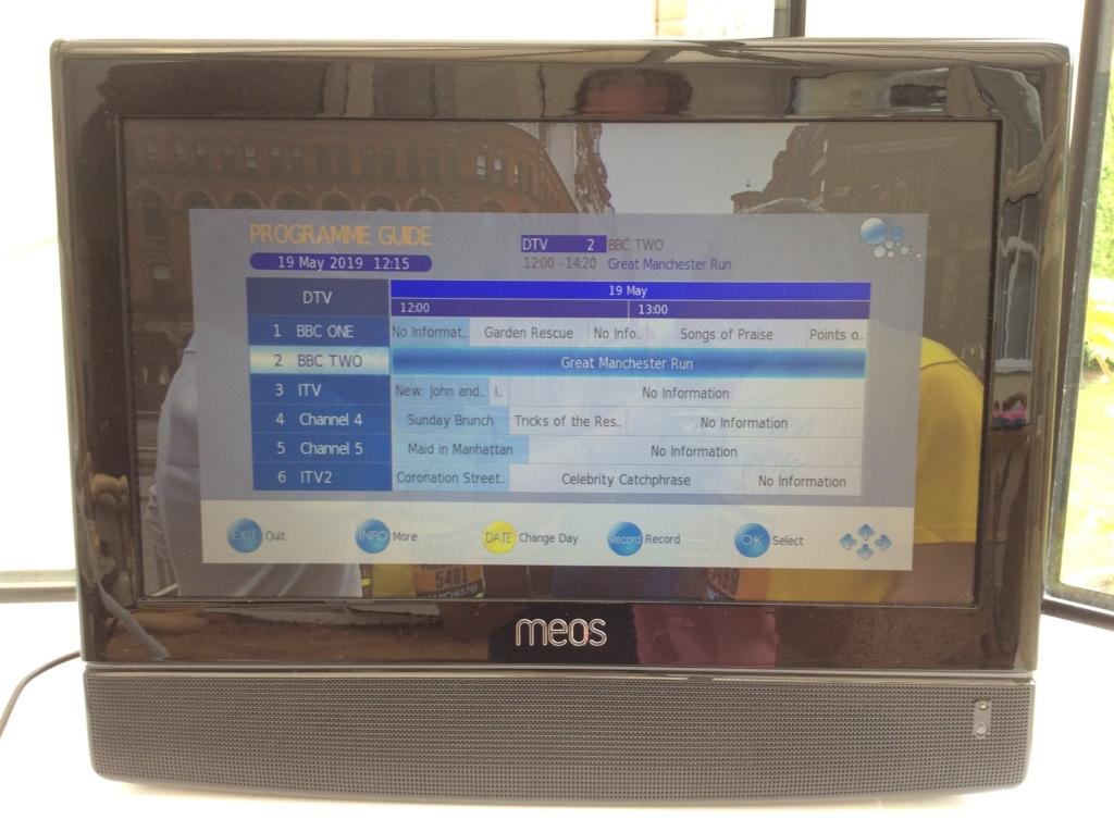 """MEOS 15.4"""" TV & DVD Img_0510"""