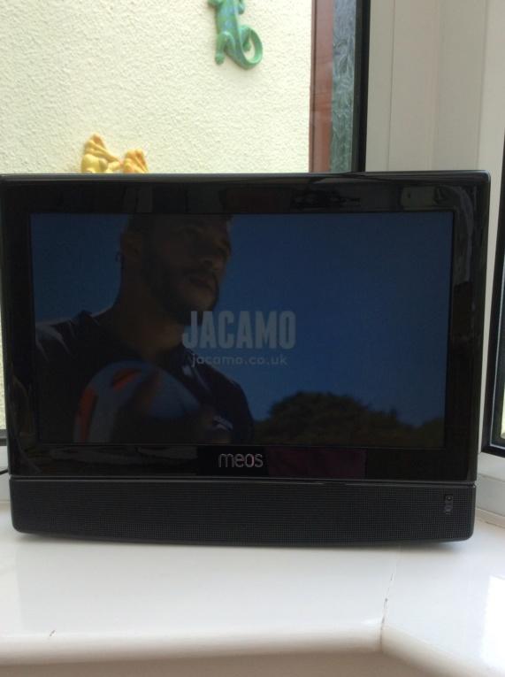 """MEOS 15.4"""" TV & DVD Img_0511"""