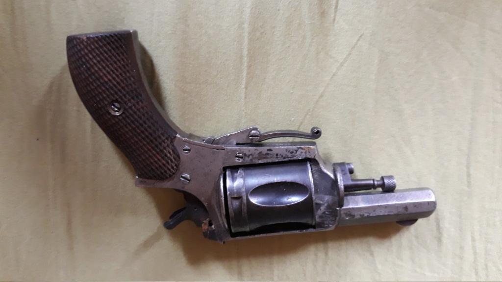 Identification pistolet, peut être de la première guerre mondiale. Besoin d'aide 20190810