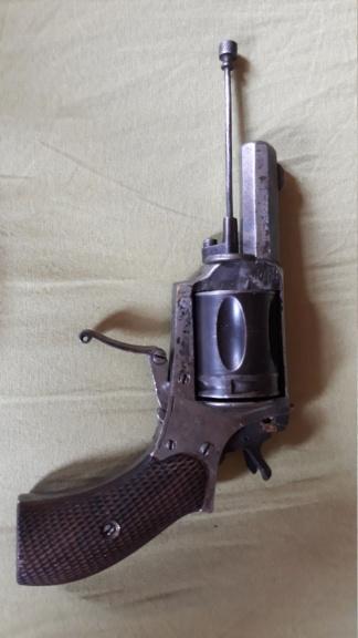 Identification pistolet, peut être de la première guerre mondiale. Besoin d'aide 20190812