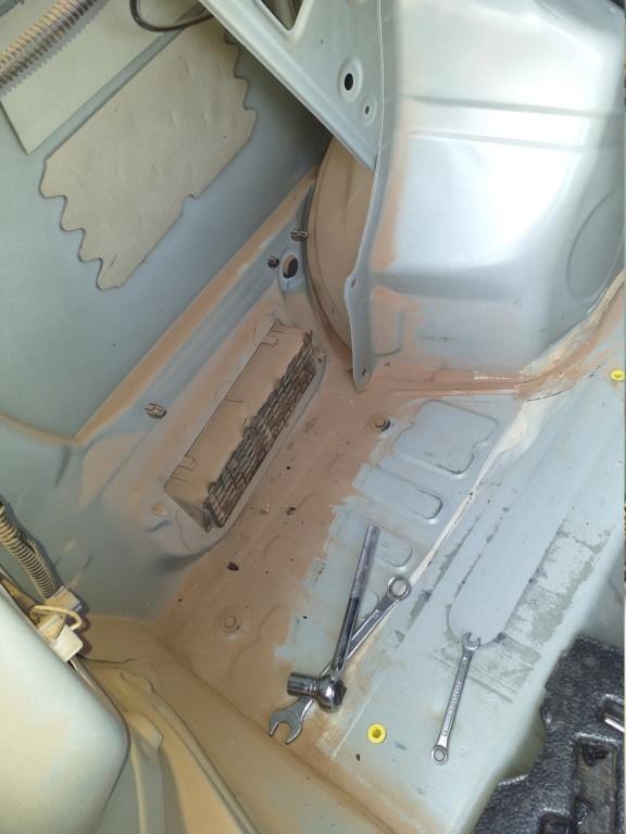 Entrando poeira pelo válvula de pressão de cabine no porta-mala do Etios 2014/2015 me ajudem pfv 20190811
