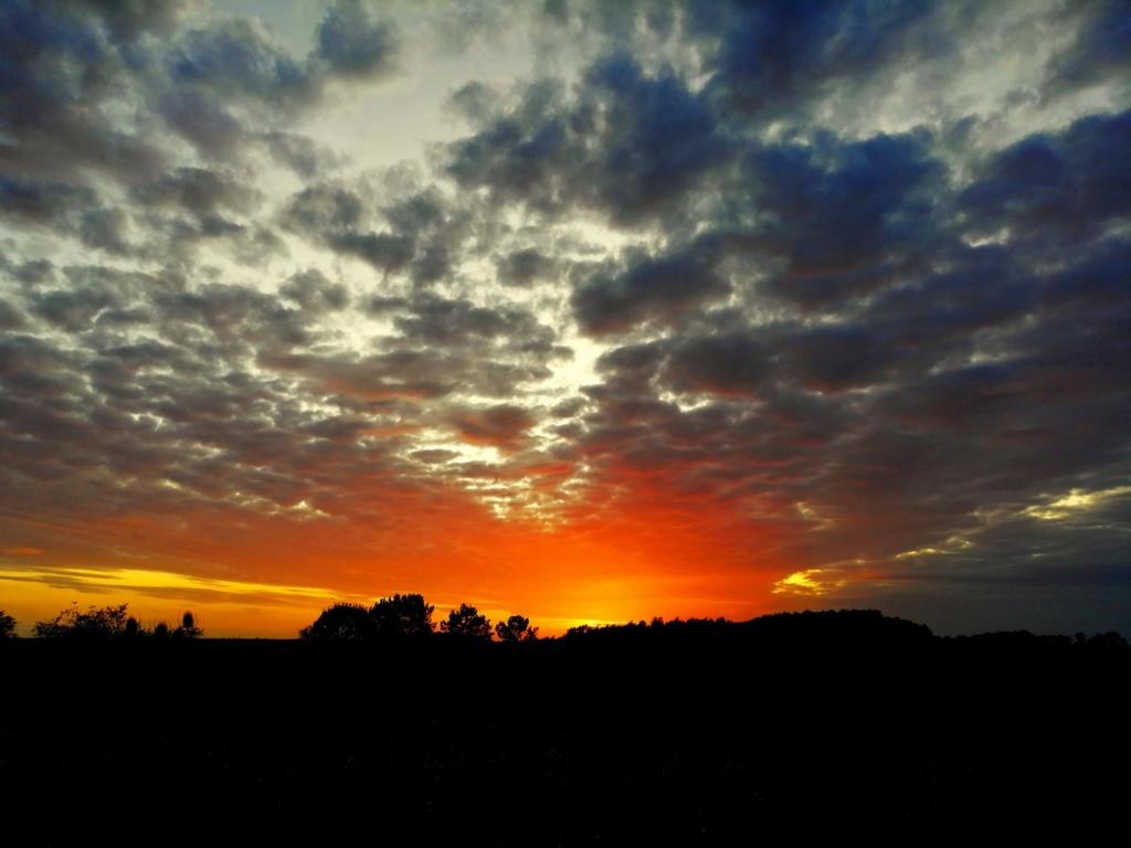 Coucher de soleil sur la campagne prulliacienne Img_2031