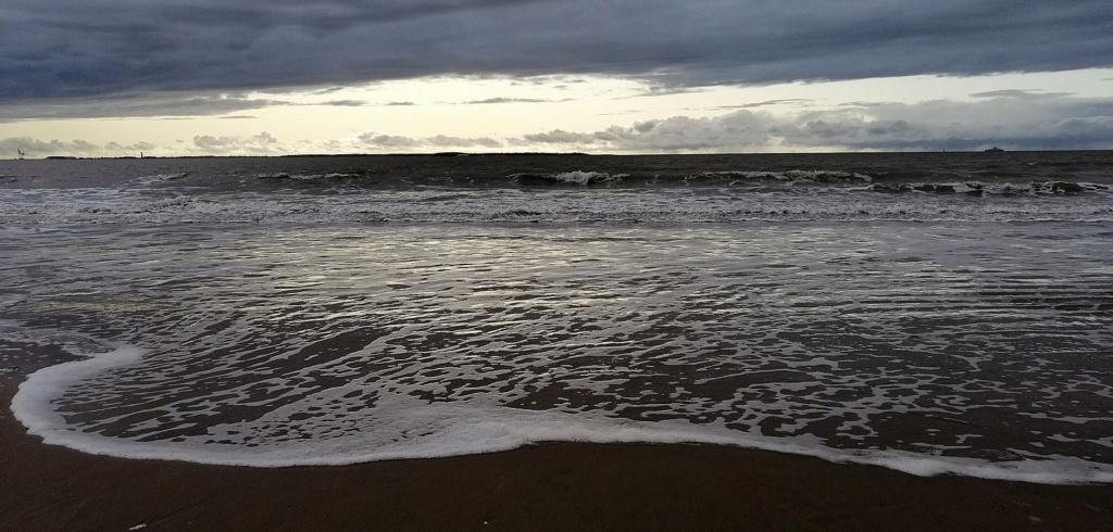 ciel d'orage sur la mer Img_2050