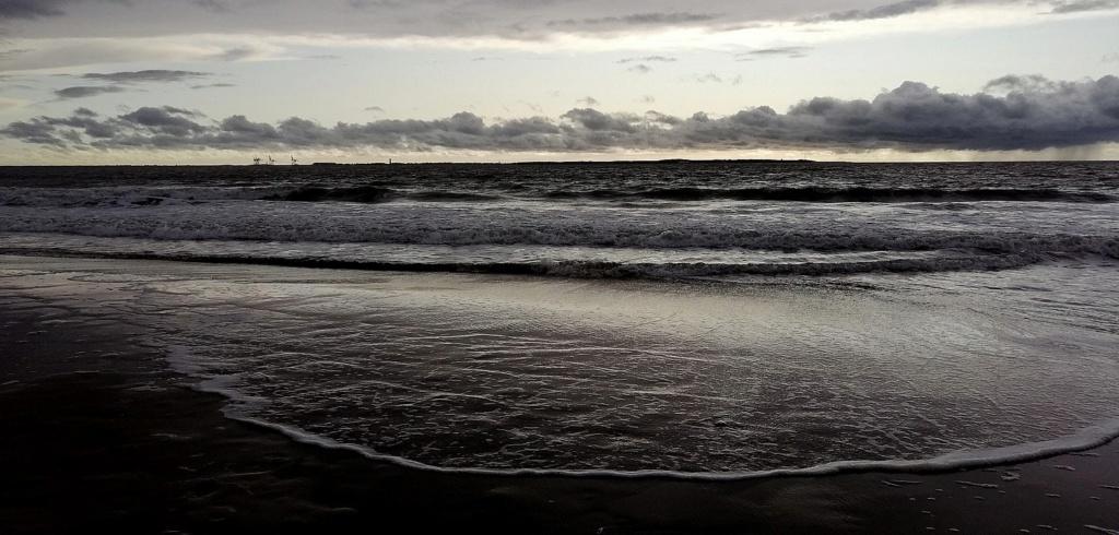 ciel d'orage sur la mer Img_2051