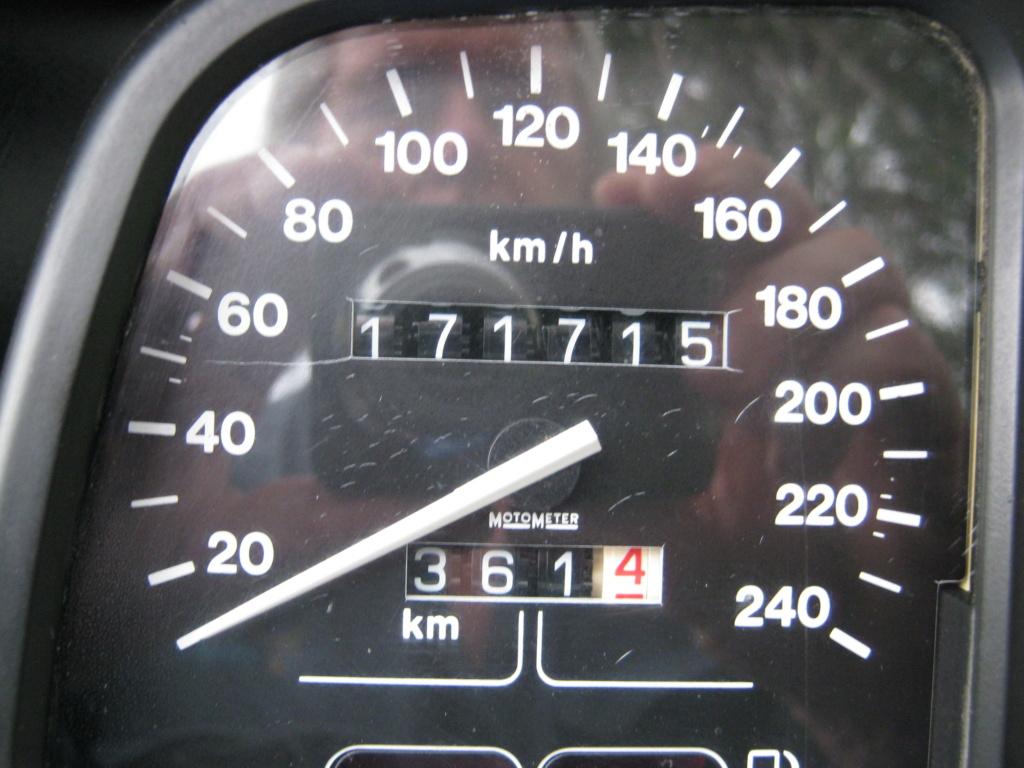Speedometer extra lines on speedo whats the go? Bmw_k111