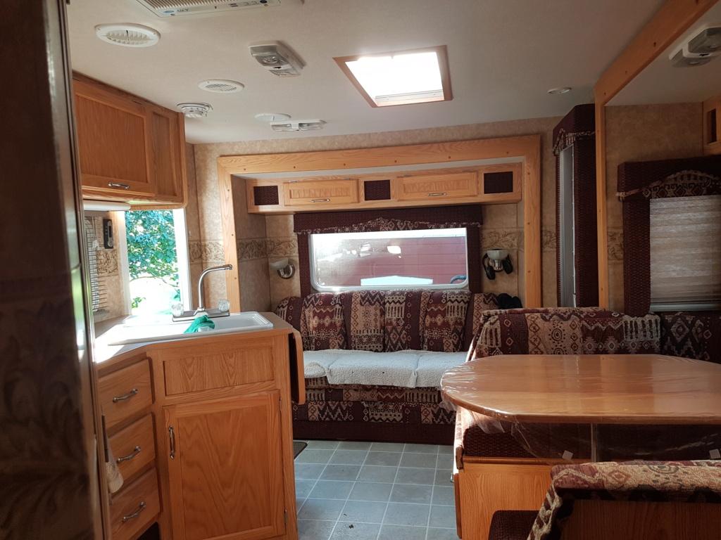 VENDU! Caravane portée O'Kanagan et camion Silverado 20190912