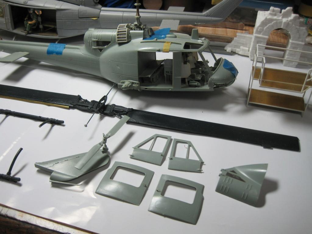 UH-1C - Academy 1/35 - Aire de maintenance Img_3532