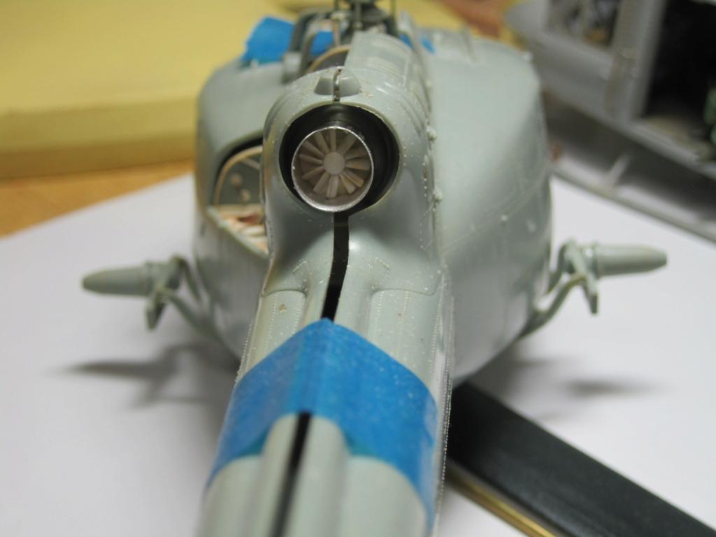UH-1C - Academy 1/35 - Aire de maintenance Img_3534