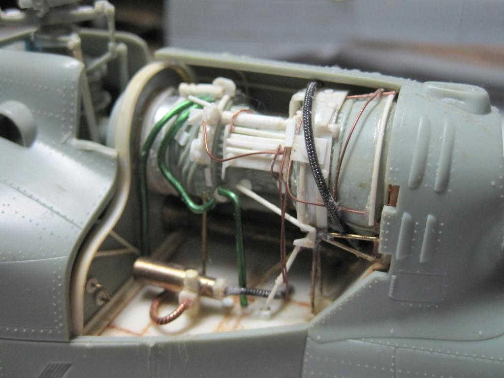 UH-1C - Academy 1/35 - Aire de maintenance Img_3535