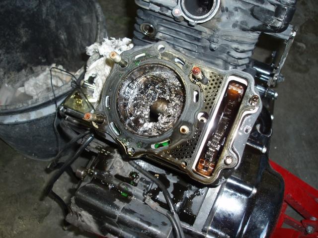 800VN - Piston percé sur 800vn ,avez vous deja vu ca ?? P1010021
