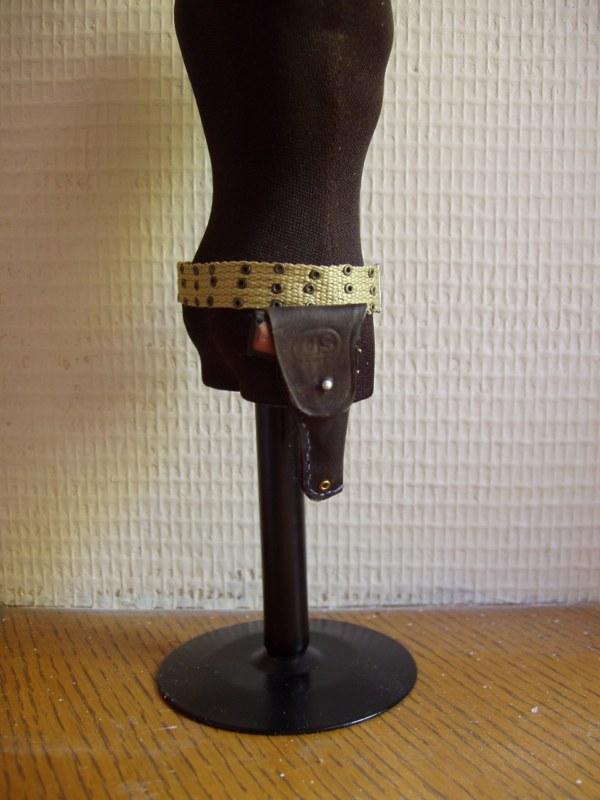 Holster pour colt .45 en cuir... P4190012