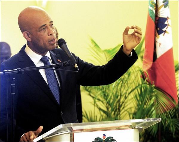 Martelly lance le fonds pour l'éducation. Michel10