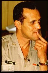 General Cedras ta sanble tounen lakay li.  Raoul-10