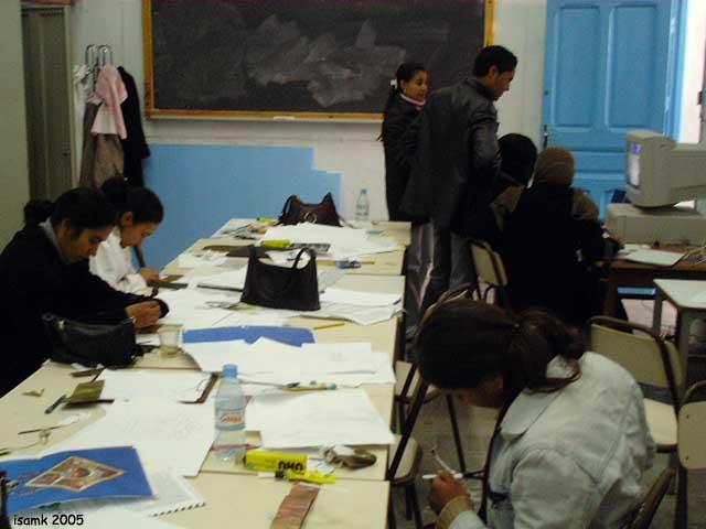 أعمال طلبة السنة الثانية تصميم المصوغ 2005-2006 (isamk) Bij_7610