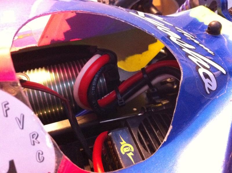 sorti des cables moteur castle Cables11