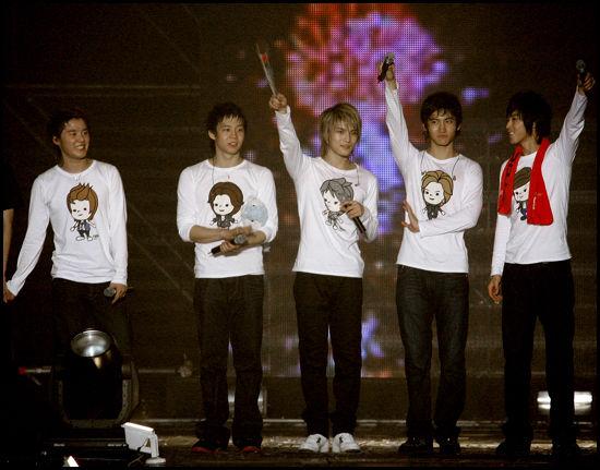 Korean Boy Band TVXQ Popular Throughout Asia Tvxq10