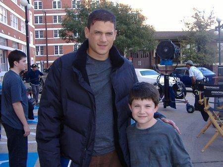 """Foto Michael Scofield con su """"yo"""" de pequeño 001_sm13"""