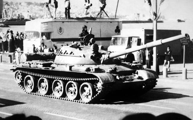 الجيش الجزائري T-62-d10