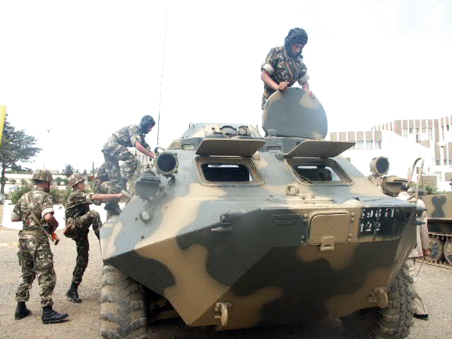 الجيش الجزائري Une12