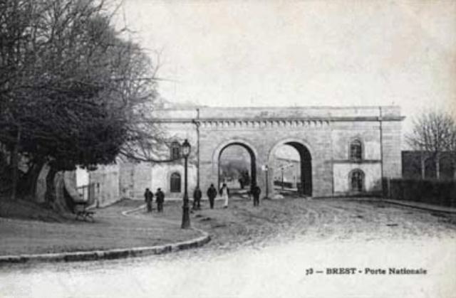 [Ports] LE VIEUX BREST - Page 10 Porte_11