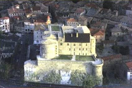 Tournon-sur-Rhône(07) Chatea10