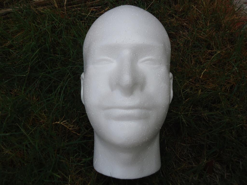 Tete en polystyrène  Dsc02411