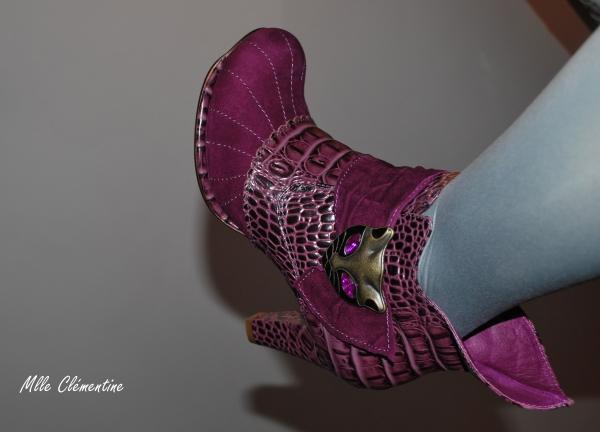 Parce que les filles, ça aime les poupées et les chaussures - Page 34 Home0110