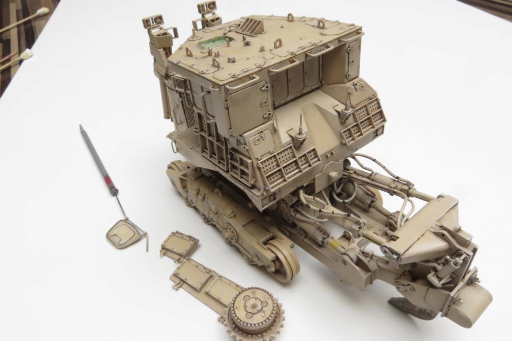 D9 R Bulldozer Meng au 1/35è - Page 3 Img_4732