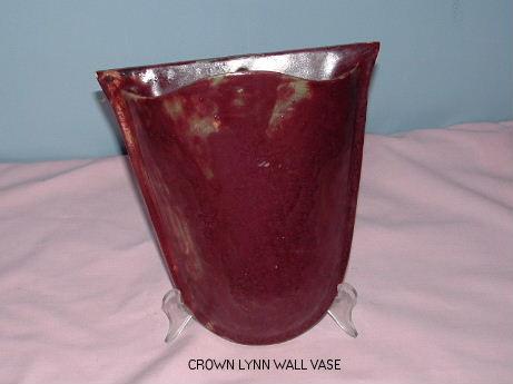 Possible Crown Lynn wall vase from hon-john Crown_14