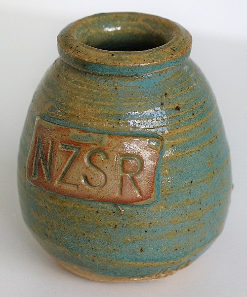 Henrietta Hume NZSR pot from the collection of Marcus Heinri10